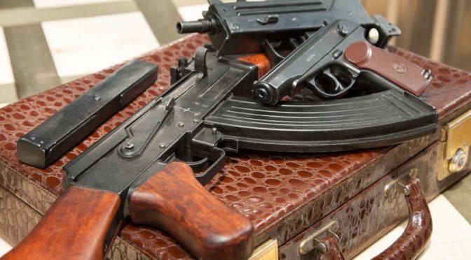 В Одессе задержали оружейного коллекционера: собрал дома целый арсенал (фото)