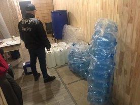 В Ширяево действовал подпольный цех по производству алкоголя (фото, видео)