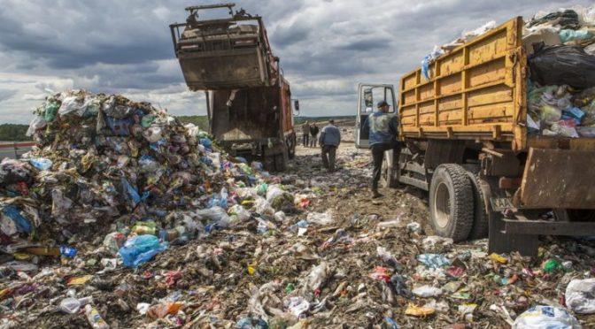Чиновники мэрии организовали незаконный сброс отходов на Слободке: за 200 гривен – хоть ядерное топливо
