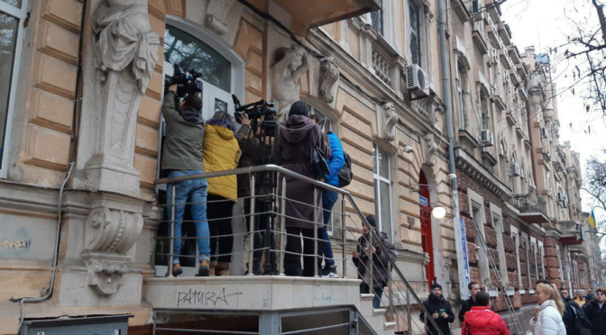 Адвокат: при обысках на телеканале НАБУ действовало законно