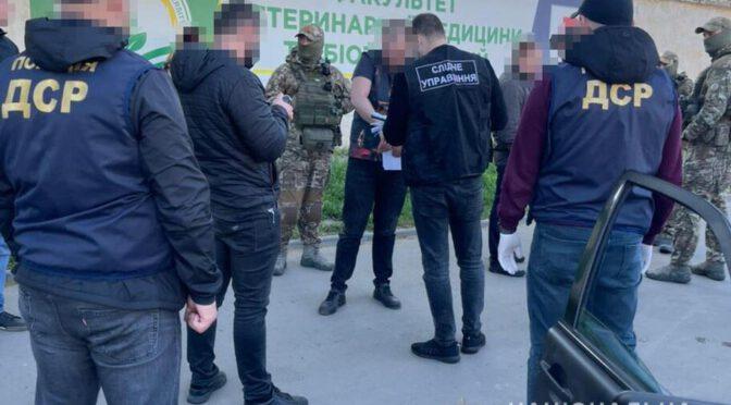 Грабили людей под видом таксистов: в Одессе задержали вооруженную банду
